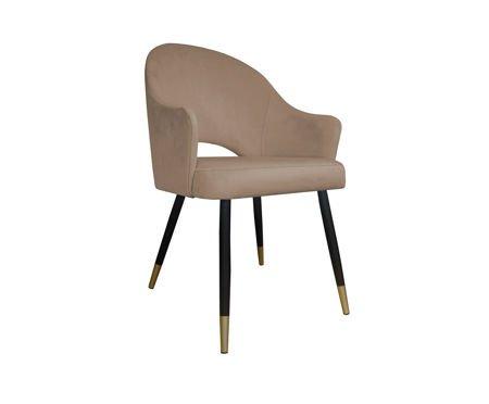 Jasnobrązowe tapicerowane krzesło DIUNA materiał MG-06 ze złotymi nóżkami